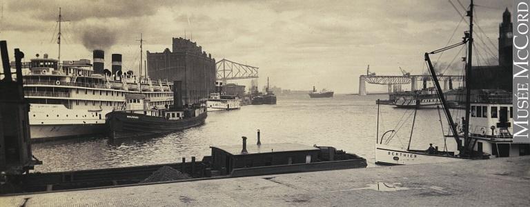 Bateaux près du quai Victoria, avec le pont Jacques-Cartier en construction au loin, port de Montréal, vers 1928 Harry Sutcliffe, Musée McCord, M2011.64.2.2.201