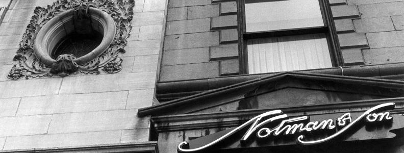 Enseigne de Notman&Son, 1176 rue Sherbrooke Ouest, Montréal, 1979, Édith H. Mather, Musée McCord, M2012.113.2.1.69