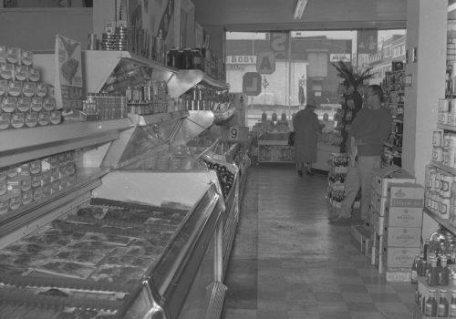 Intérieur du marché A. Deslauriers, 1963, Archives de la Ville de Montréal, VM94C196-0057